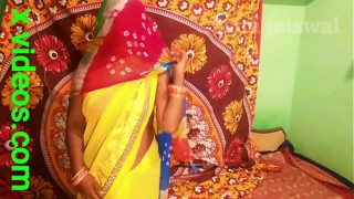 पीली साड़ी में छोटी सासू मां ने दामाद से चुदाई सासू मां आप तो  मस्त  लग रही हो हिंदी