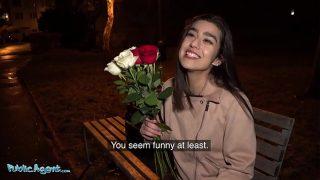 Cute gurgaon girl Aaeysha gets fucked on Valentines Day in a hotel room